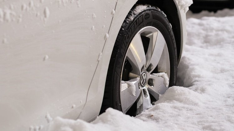 How To Arrive Safely: Winter Driving   Feature