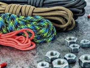 Feature | Paracord hanks of different colors and size, internal screws and a spring hook with imitation of paracord knot | Paracord Projects | Solid Gear Wrap