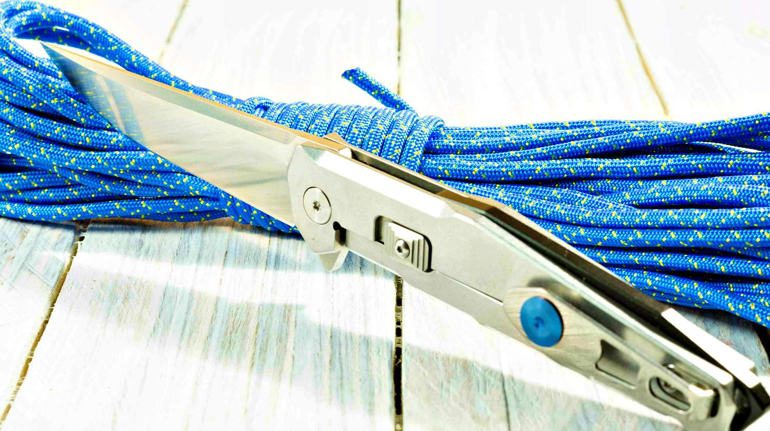 Steel knife with a paracord cord   Homemade Paracord Knife Grip   DIY Paracord Projects   Featured