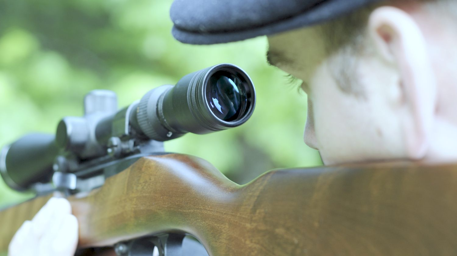 man looking through scope with his eye | Stupid People With Guns: The Importance Of Proper Eye Relief | eye relief | eye relief calculation | Featured