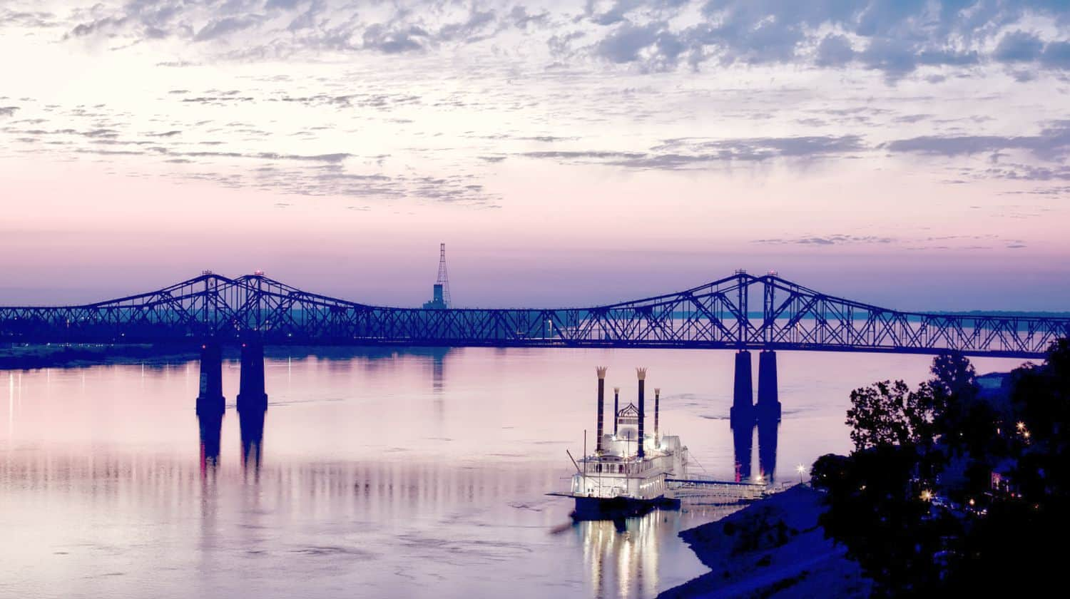 riverboat on Mississippi river | Best Campgrounds In Mississippi | best campgrounds in mississippi | tent camping in mississippi | Featured