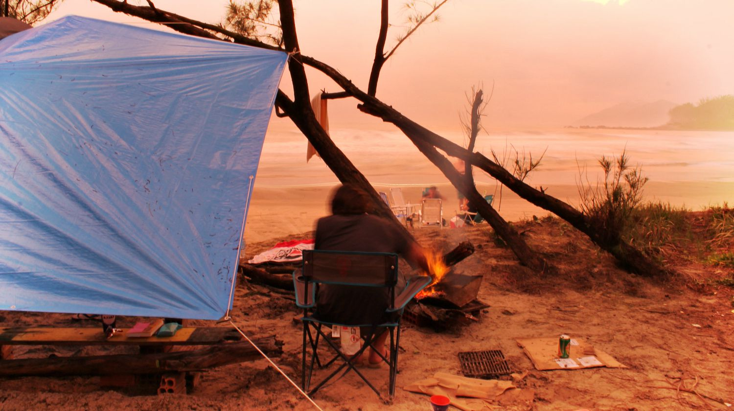 Feature | Camping beside beach | How To Build DIY Survival Shelters To Survive Through The Night