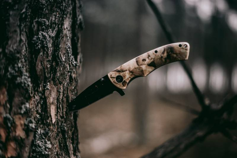 brown handle knife | New York Knife Laws