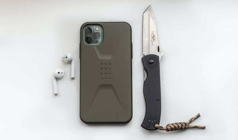 green iphone 5 c beside black and brown knife |Nebraska Knife Laws