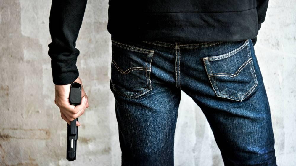 killer-holding-gun-side-him-robbery | Beretta 21A Bobcat | Gun Carrier Handgun Review | Featured