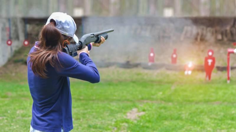 woman-practice-shooting-gun-riffle-martial | single shot shotgun