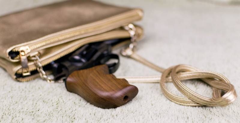 female-selfdefense-pistol-peeping-out-womans | concealed carry purse