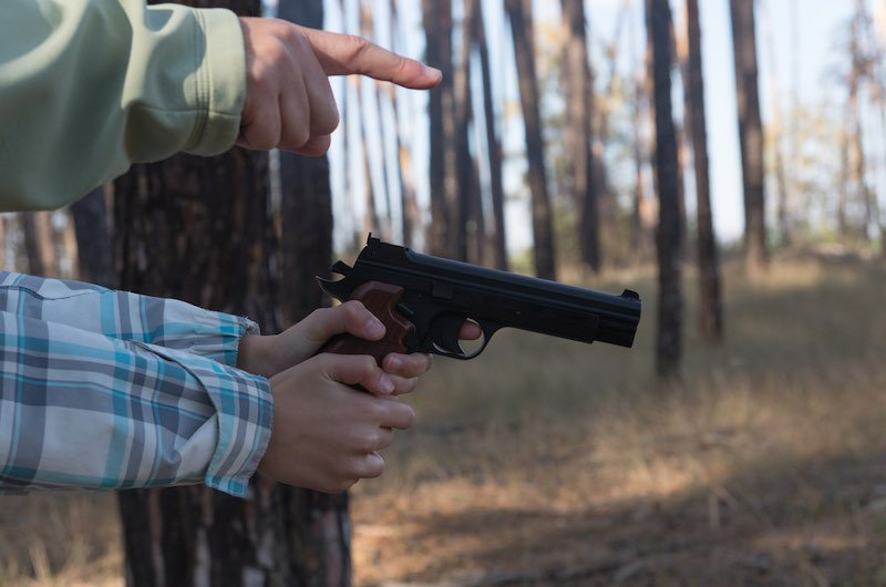 Pneumatic weapon in the hands of a teenage girl   buying guns on a budget